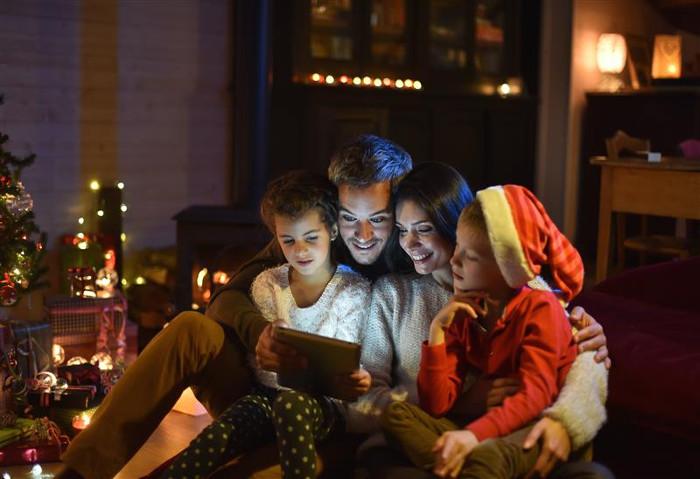 consumer social online shopping holidays