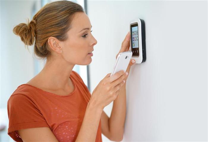 駭客入侵家用 Wi-Fi 網路並操控中央空調與保全攝影機長達 24 小時
